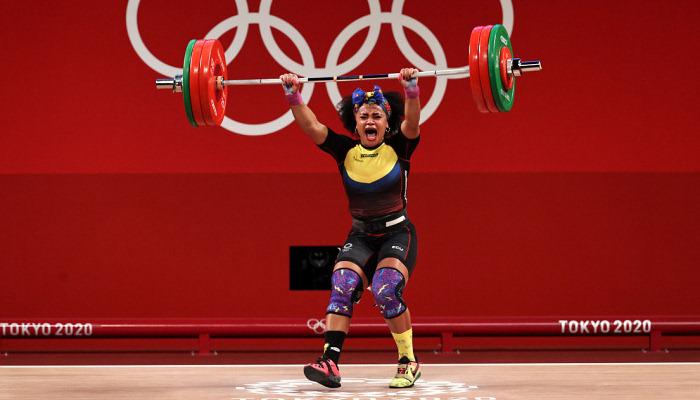 Баррера выиграла золото Олимпиады в тяжелой атлетике в весе до 76 кг