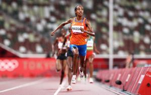 Хассан выиграла олимпийское золото в беге на 5000 метров