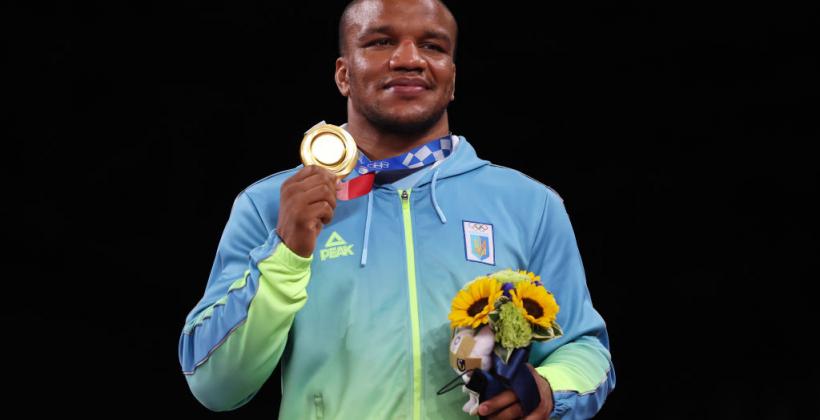 Жан Беленюк — олимпийский чемпион Игр в Токио: лучшие фото и церемония награждения