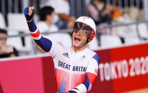 Британский велогонщик Уоллс стал олимпийским чемпионом в омниуме