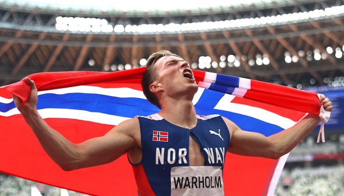 Норвежец Вархольм с мировым рекордом выиграл олимпийское золото в забеге на 400 метров с барьерами