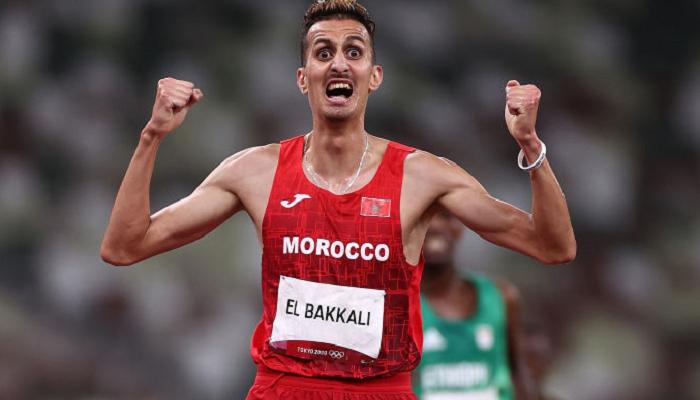 Марокканец Эльбаккали выиграл золото Олимпиады в забеге на 3000 метров с препятствиями