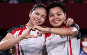 Полий и Рахаю из Индонезии выиграли женский парный турнир по бадминтону на Олимпиаде