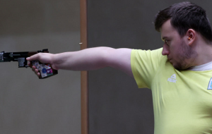 Коростылев не пробился в финал Олимпиады в скоростной стрельбе из пистолета на 25 метров
