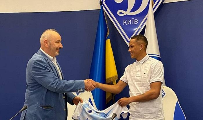 Динамо объявило о переходе бразильского форварда Витиньо