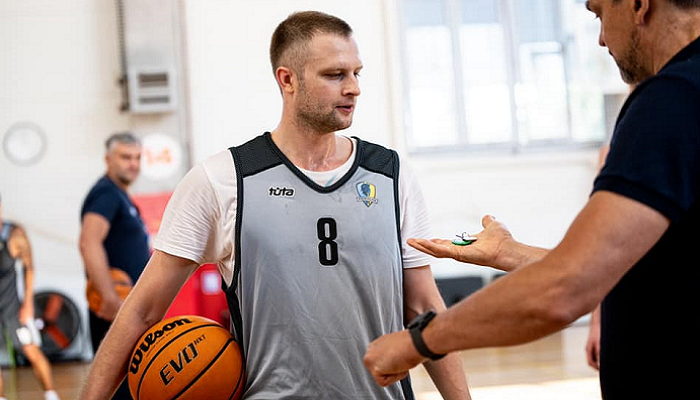Будивельник подписал новый контракт на два месяца с защитником Козловым