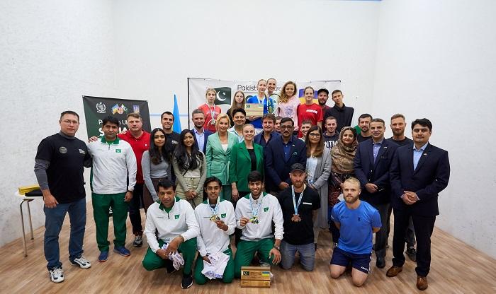 Празднование на сквош-корте: 30 лет украино-пакистанской дружбы
