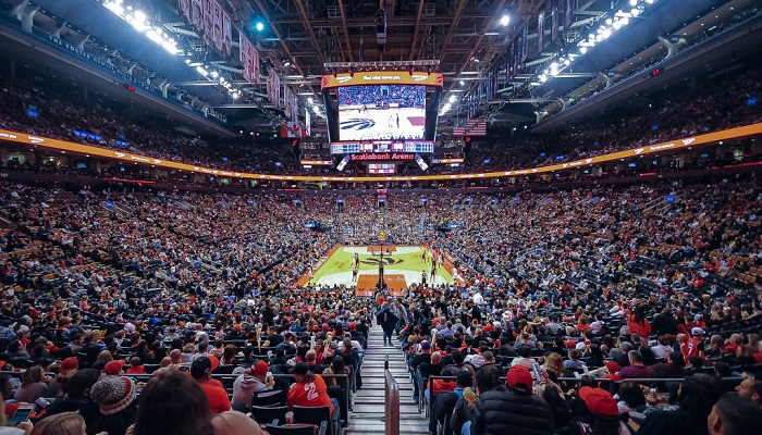 Торонто Михайлюка разрешили проводить матчи на домашней арене в Канаде