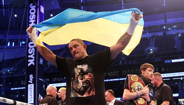 «Україна повертає своє». Зеленський привітав Усика з перемогою над Джошуа