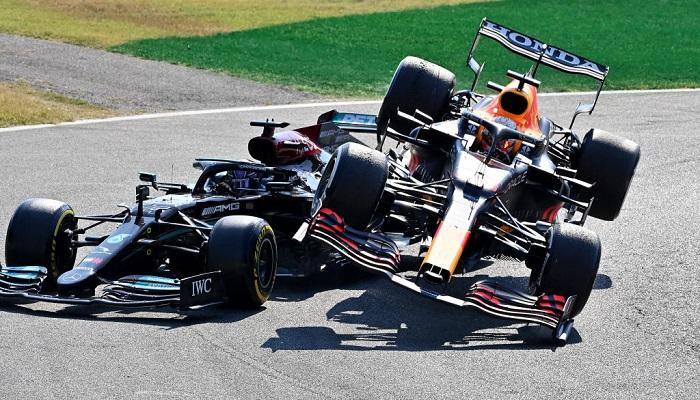 Ферстаппена оштрафовали на три позиции после столкновения с Хэмилтоном