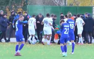 Матч другої ліги Суми – Перемога завершився масовою бійкою за участю гравців і вболівальників (відео)