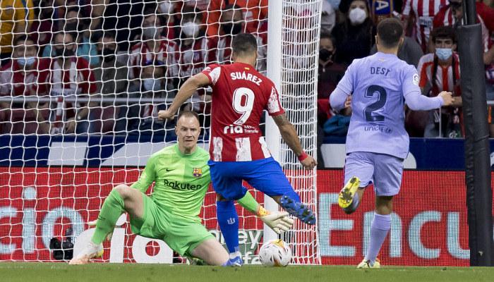 Атлетико с голом Суареса победил Барселону