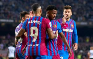 Барселона победила Валенсию перед матчем с Динамо