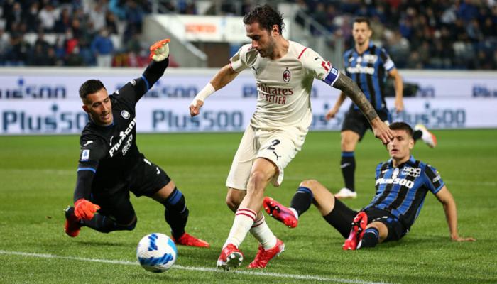 Милан на выезде победил Аталанту в результативном матче