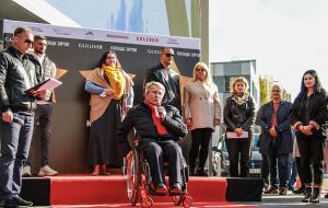 На Аллее славы в Киеве символическими звездами отметили украинских паралимпийцев